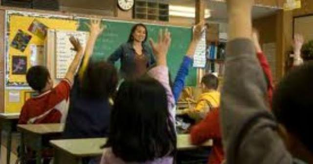 معلمة جميلة سألها زميلاتها عن السبب الذي جعلها لم تتزوج حتي الان فكان ردها صادم للجميع! تعرف علي قصتها
