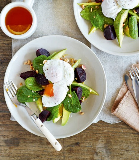 Twenty Interesting Reasons To Love Avocados ! - Page 2 Poached-eggs-with-avocado-beetroot-and-spinach-