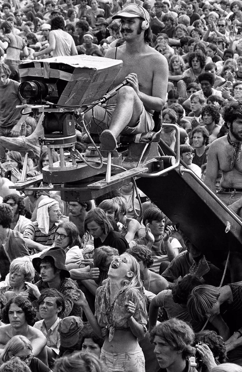 30 Rare And Amazing Black And White Photographs Of The 1969 Woodstock Festival Taken By Baron