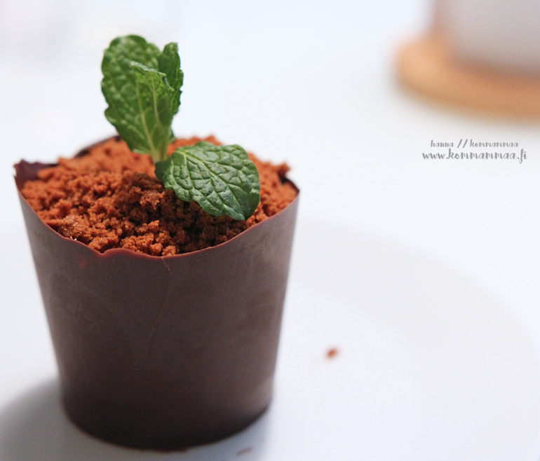 jälkiruoka kukkaruukussa suklaaruukku