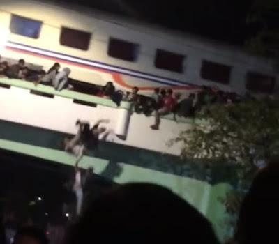 Surabaya berduka. Daftar nama korban tertabrak kereta saat menonton acara.