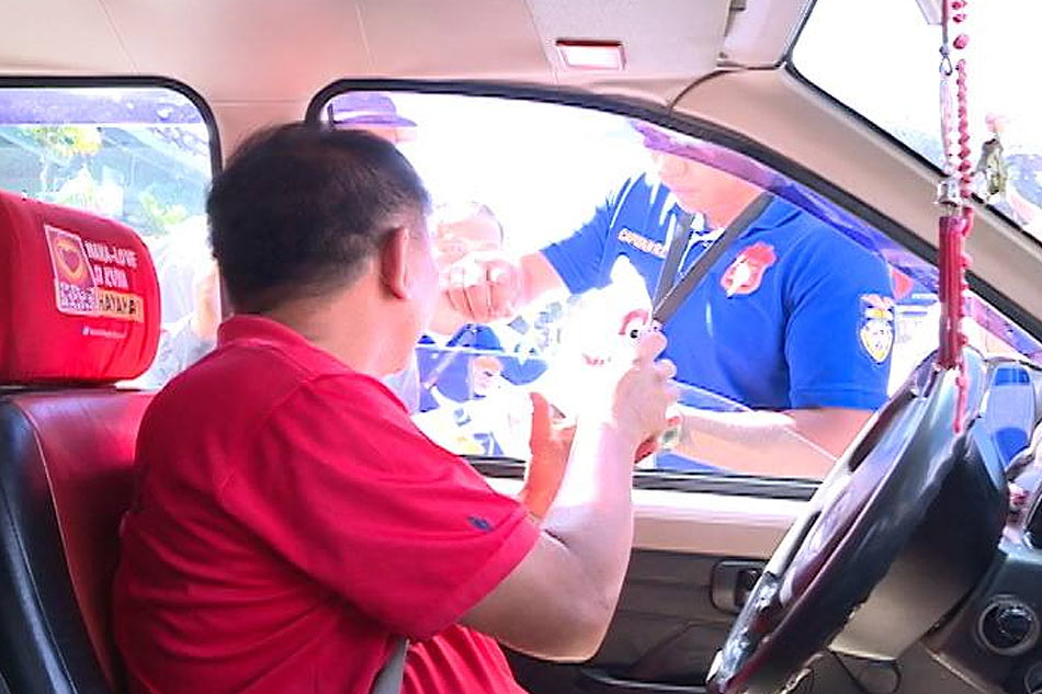 Baguio motorists given free lunch for wearing seat belts