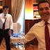 H στιγμή που ο Τζανακόπουλος βάζει και δένει την γραβάτα στον Τσίπρα - BINTEO