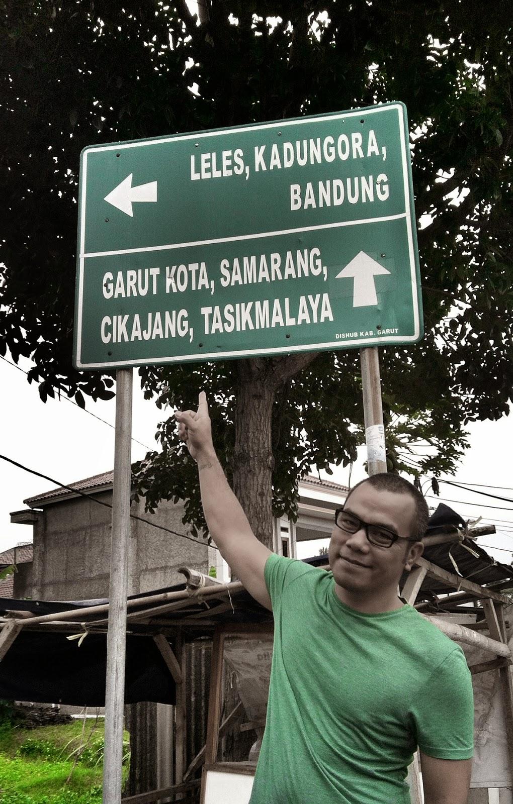 foto di papan petunjuk jalan di Cipanas, Garut