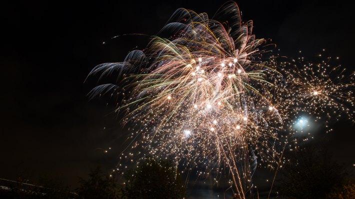 Wallpaper 3: Hot Fireworks
