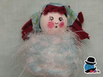 Bambolina con filo e polistirolo