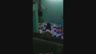 Clip: Em nữ sinh thủ dâm với gối ôm trong phòng trọ, Không nhịn được cười =))