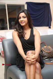 Telugu Actress Kamna Singh Stills in Black Dress at Bharat Thakur Art Exhibition Launch  0155.jpg