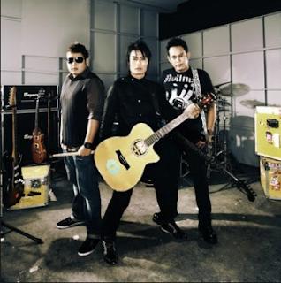 Download Lagu Pilihan Terbaik ST12 Mp3 Full Album( Setia Band ) Lengkap