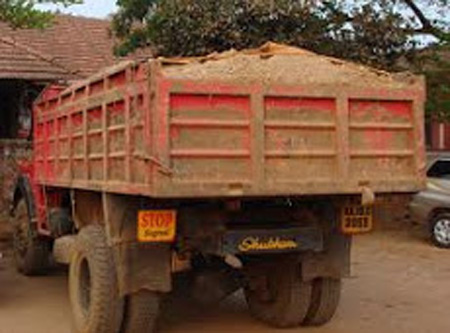 Kerala, News, Kasargod, Sand smuggling, Lorry, Held, Police, Illegal sand smuggling; 7 Lorries seized.