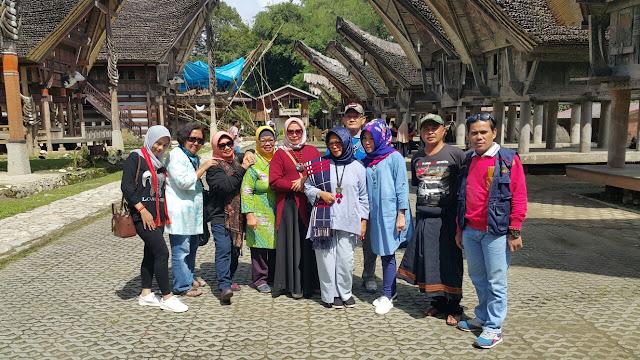 Kunjungi Toraja, Istri Dahlan Iskan Terpesona dengan Kete' Kesu'