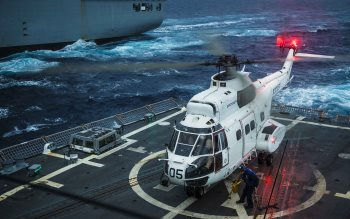 Wallpaper: Puma Helicopter on USS Kidd