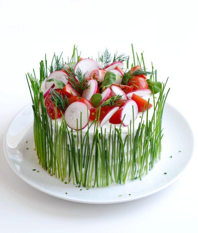 Солена торта с пушена сьомга и варени яйца