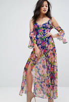 http://www.asos.fr/prettylittlething/prettylittlething-robe-longue-epaules-nues-a-fleurs/prd/8132006/?clr=bleu&SearchQuery=robe+longue+fleuri&pgesize=36&pge=0&totalstyles=1303&gridsize=3&gridrow=12&gridcolumn=3