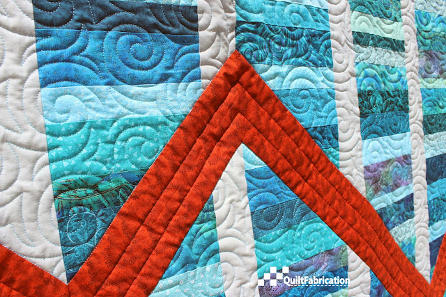 Fluctuate quilt closeup of pantograph and custom quilting