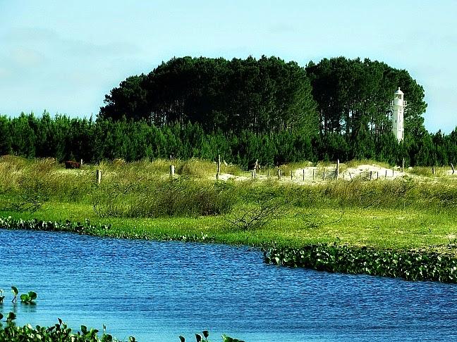 Farol Capão da Marca junto à Lagoa dos Patos, em Tavares
