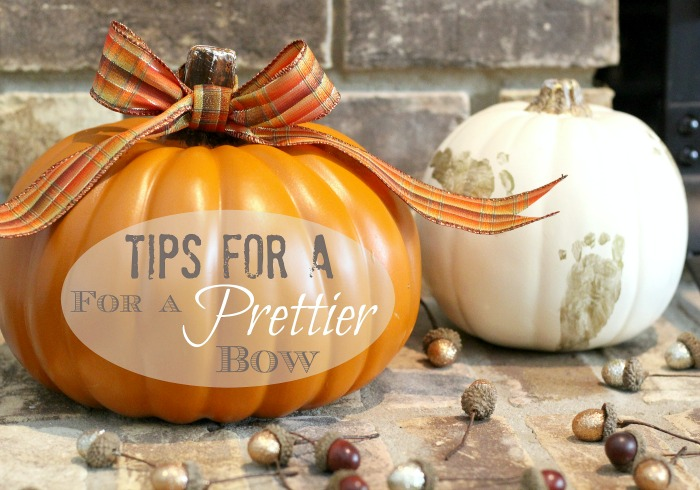 Tips and tricks for tying the prettiest bow on your seasonal decorations #seasonaldecorating #seasonaldecor #fall #falldecorating