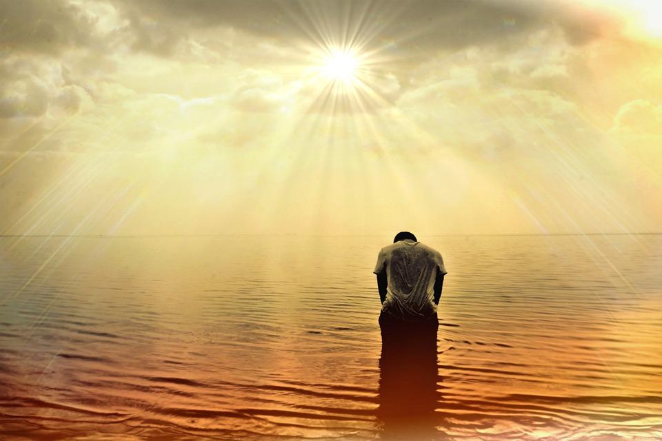 Sofrimento fortalece a fé, a oração e a adoração a Deus