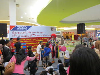 Big Baby the clown have Fun with kids at Tesco outlet