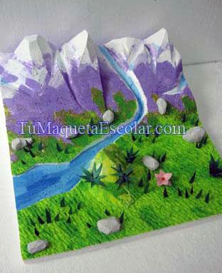 cadena de montañas con las copas nevadas