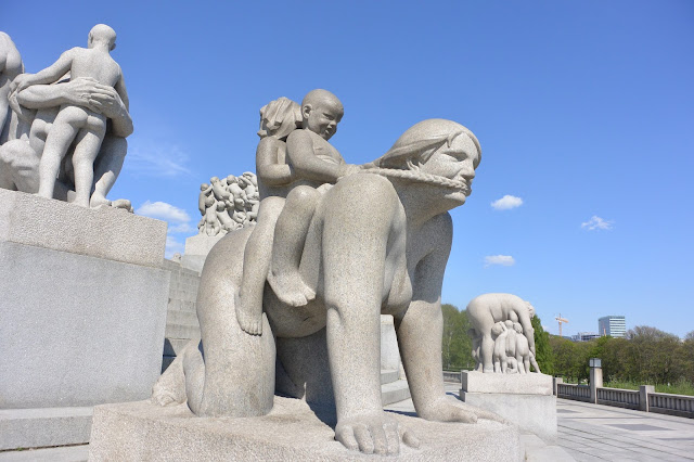 Oslo parc Frogner Gustav Vigeland ; statues illustrant les relations humaines