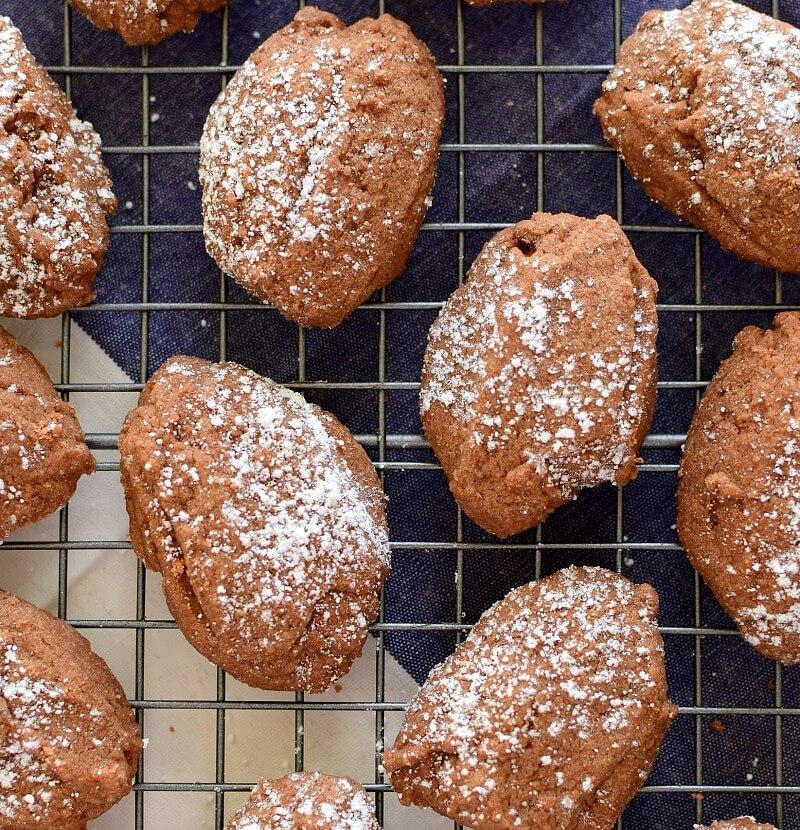 Galletas caseras de chocolate, con un toque de café y esencia de almendras