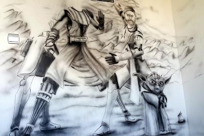 Malowanie ściany w pokoju chłopca, gwiezdne wojny, malowanie na ścianien motywu z Gwiezdnych wojen