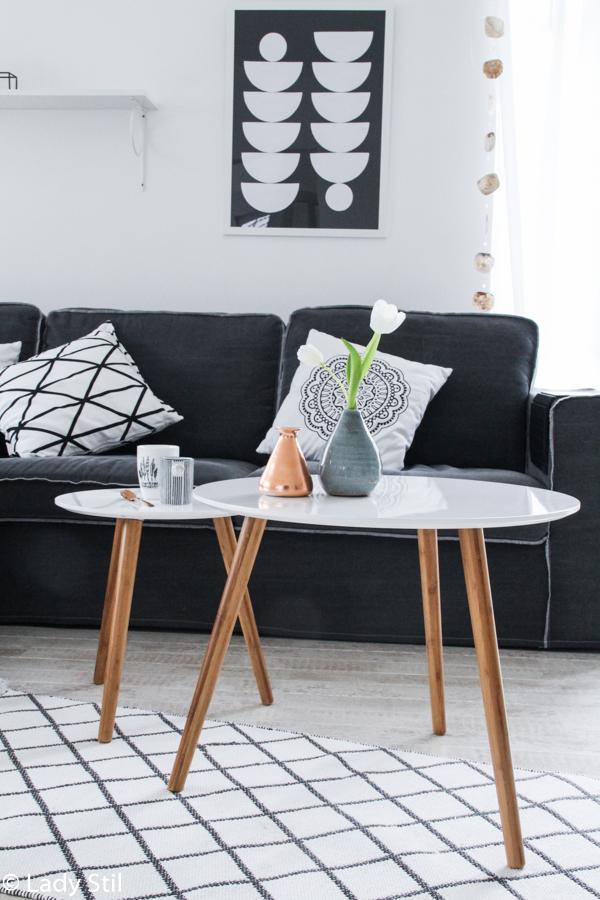 So gelingt der Mix von Skandinavischem Design und Boho-Elementen, Scandiboho oder New Boho Trend Report, Scandi Beistelltische, Kupfer Trend, kupferfarbener Beistelltisch, Highlights im Wohnzimmer setzen,