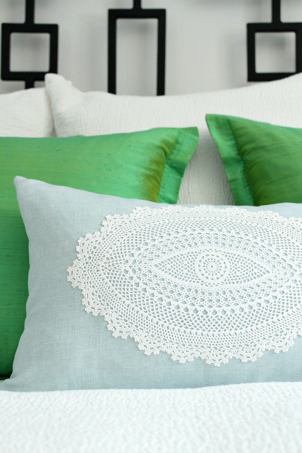 Modern way to decorate with doilies