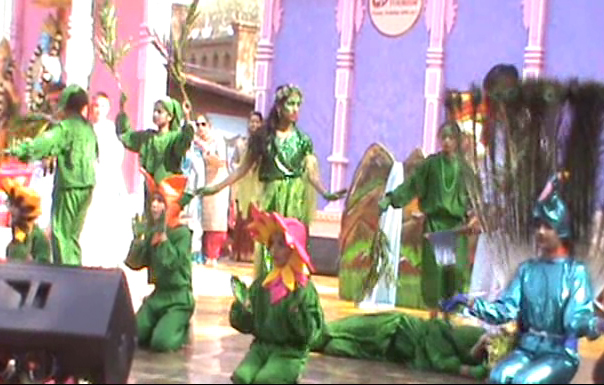Children's message delivered by the children in the fair, organize creatures and pad plants and conveyed the audience.