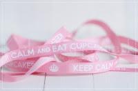 http://www.kolorowyjarmark.pl/pl/p/Wstazka-rypsowa-ciasteczka-10mm-Keep-Calm-And-Eat-Cupcakes-rozowa/588