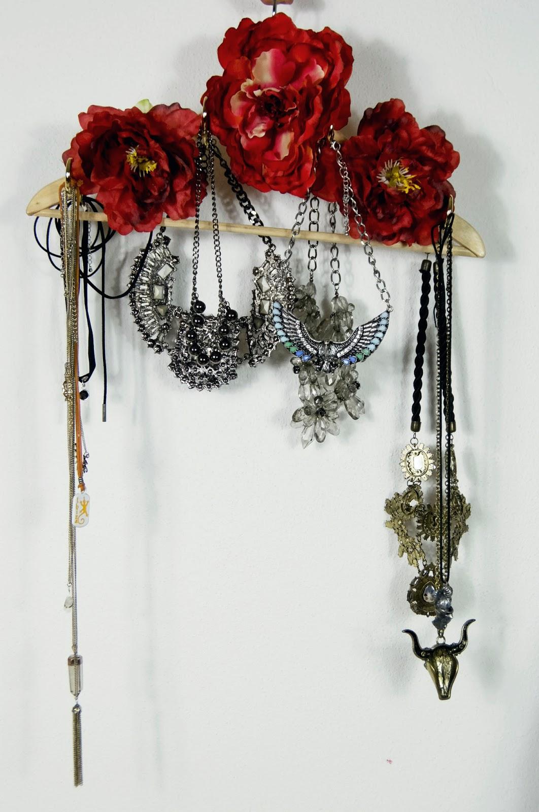 jak przechowywać biżuterie