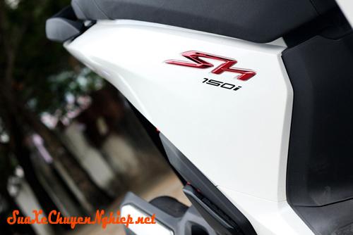 Sơn xe Honda Sh 2012 màu trắng tinh khôi