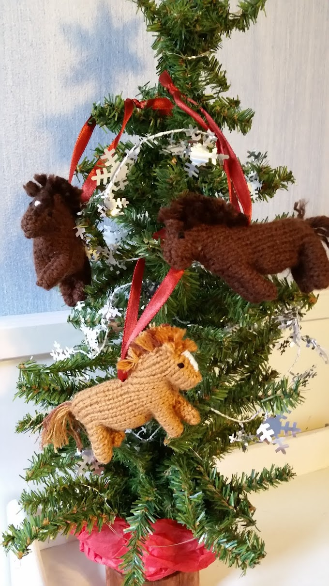 Knitted Horse Ornaments