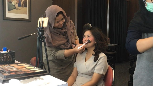 "Youtuber Khusus ""Make Up Challange"" Presenter Berita"