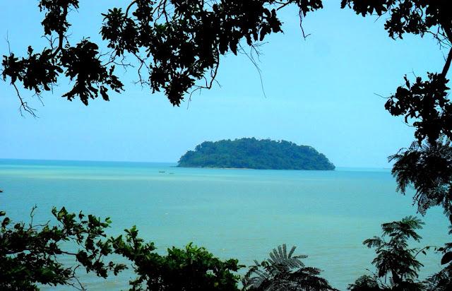 Pulau Mandalika dari Puncak Benteng Portugis Jepara
