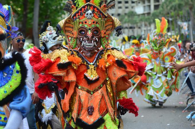 Colorido y alegría en desfile de Carnaval