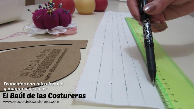 fruncido con hilo elástico para ropa marcar las líneas con tiza
