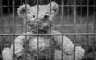 Orsetto bambino campo di concentramento