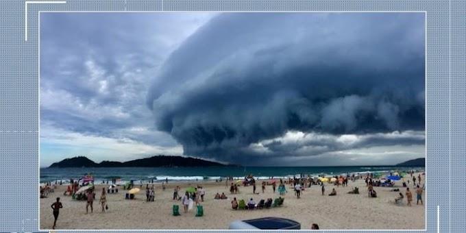 BRASIL - Nuvem assusta turistas e moradores em praia