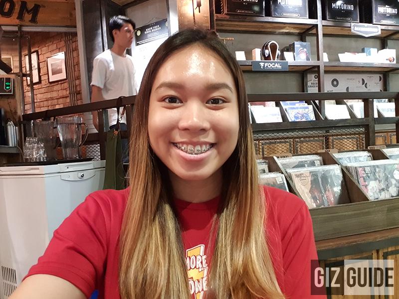 Samsung Galaxy S9 indoor selfie