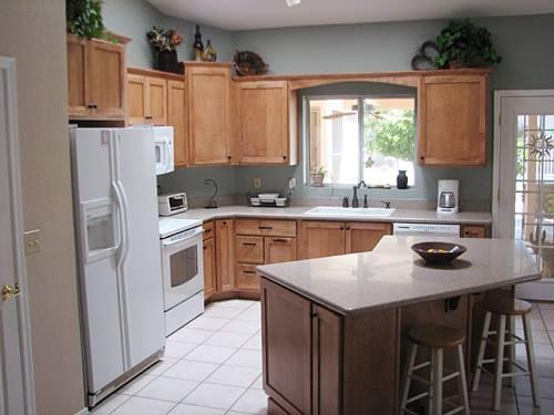 16 Desain Ruang Makan Yang Menyatu Dengan Dapur - Plafon ...