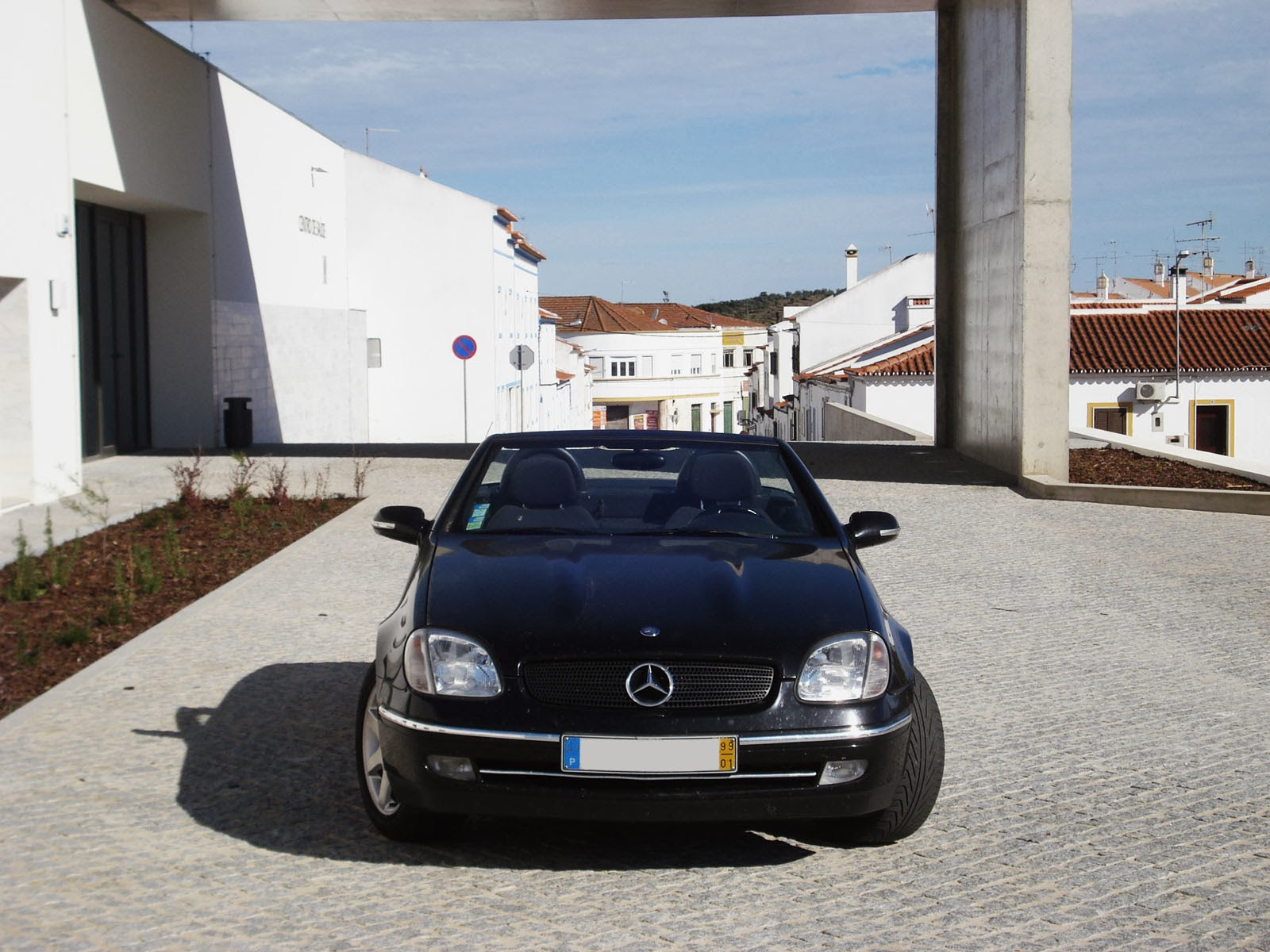 portuguese petrol head driven mercedes benz slk 200. Black Bedroom Furniture Sets. Home Design Ideas
