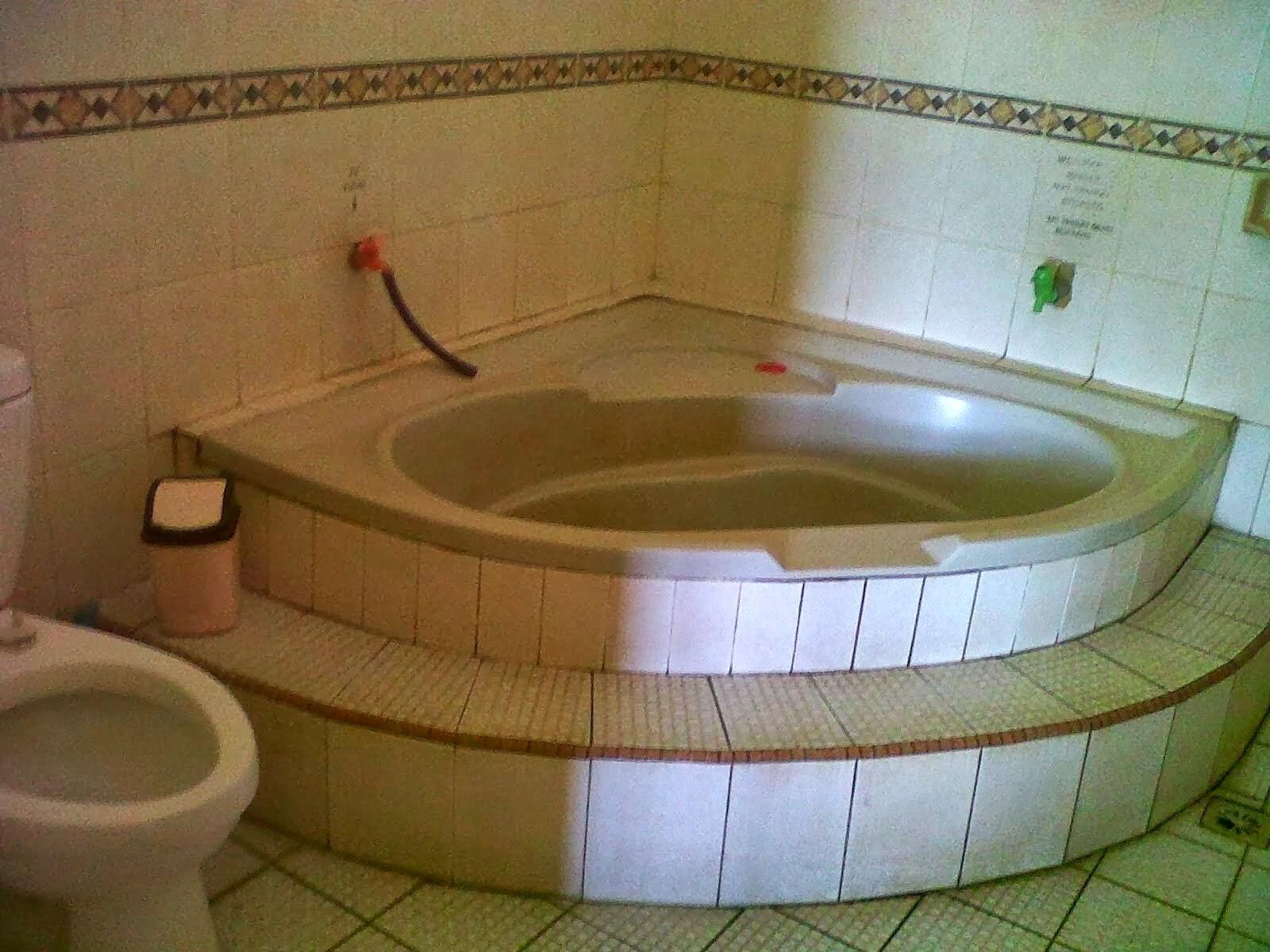 bak rendam air panas di villa ciater subang
