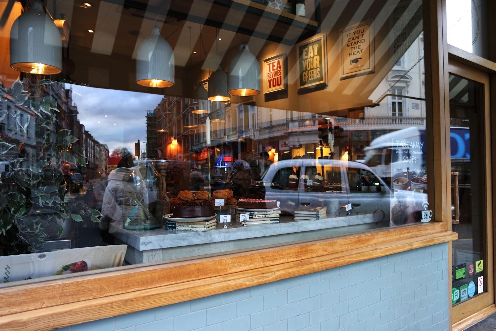 Muriel's Kitchen,cake, milkshake, South Kensington, London, Londres, vlog, blog, travel, travelling, london streets, french,