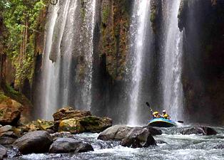 Paket Wisata Bromo Songa Rafting Pekalen 2 Hari 1 Malam