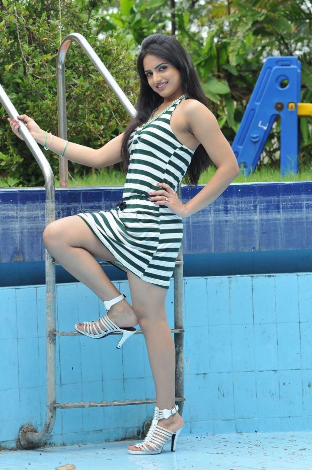Ritu Kaur masala pics, Ritu Kaur long legs