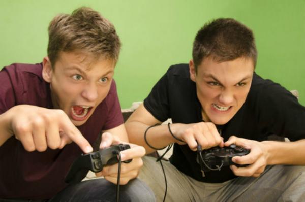 بعد السيلفي.. إدمان الألعاب الإلكترونية في خانة الأمراض النفسية