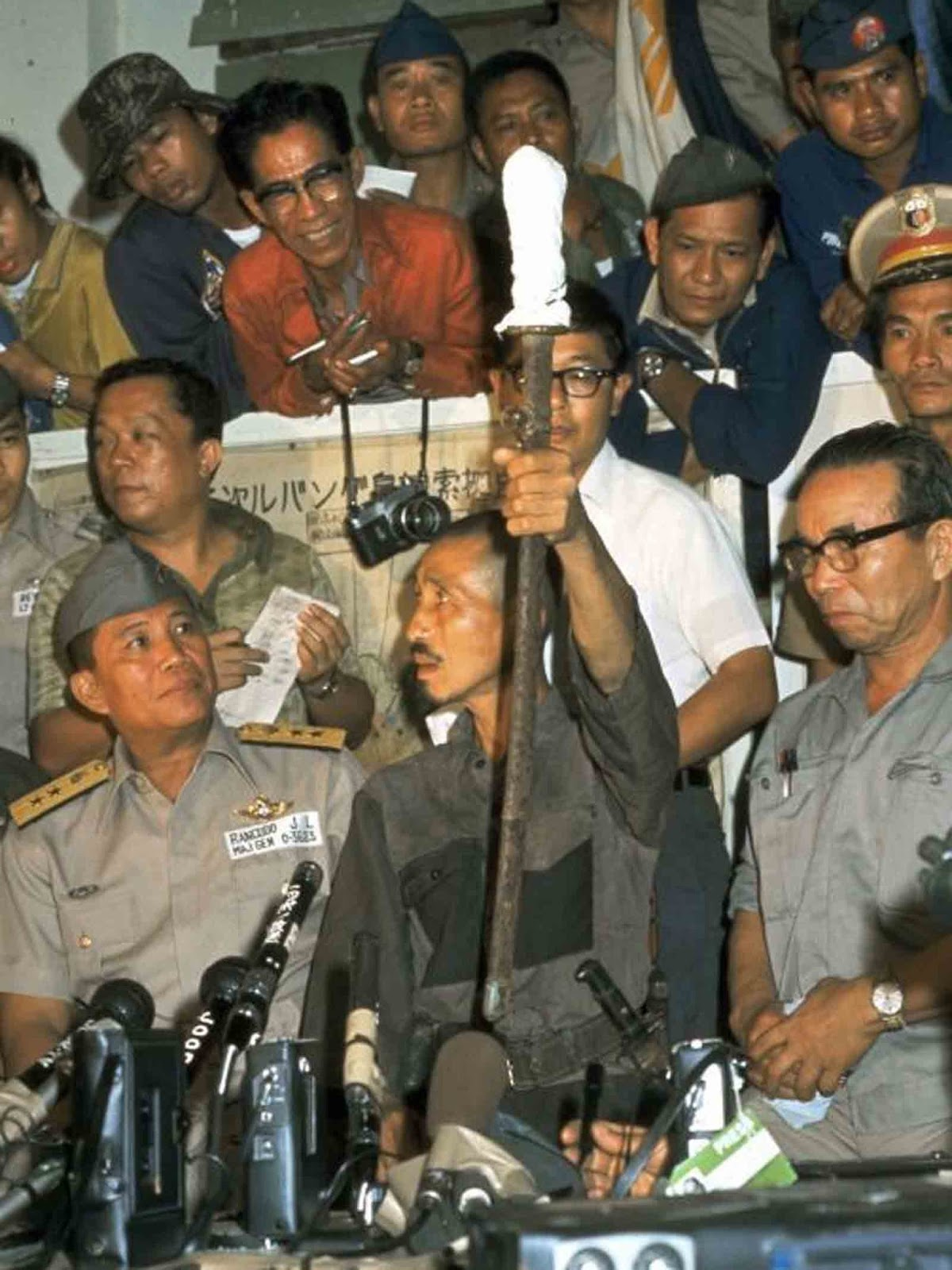 Hiroo Onoda shows his Japanese sword during a press conference on March 10, 1974 in Lubang, Philippines.