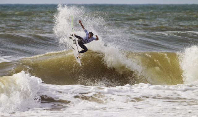 50 2014 Moche Rip Curl Pro Portugal Julian Wilson Foto ASP Damien%2B Poullenot Aquashot